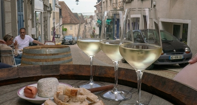Wine and nibbles in Sancerre's historic streets